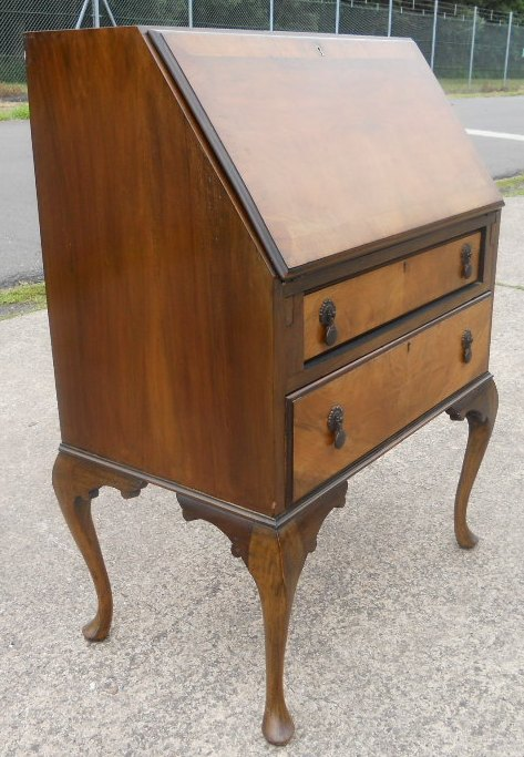 queen anne style walnut writing bureau. Black Bedroom Furniture Sets. Home Design Ideas